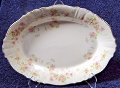 There are a few small scratches, but overall, the condition is good. Syracuse China, Serving Platters, Pie Dish, Small Businesses, Dinnerware, Shapes, Sweet, Vintage, Federal