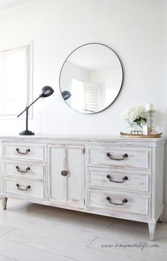54 Super Ideas for white wood bedroom furniture dresser makeovers White Washed Bedroom Furniture, White Distressed Furniture, Distressed Furniture Painting, Bedroom Furniture Makeover, Painted Bedroom Furniture, Bedroom Dressers, Furniture Ideas, Painting Furniture, Diy Bedroom