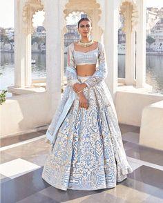 Lehenga Designs Simple, Latest Bridal Lehenga Designs, Simple Lehenga, Wedding Lehenga Designs, Indian Bridal Lehenga, Indian Bridal Outfits, Indian Fashion Dresses, Indian Wedding Dresses, Sikh Wedding