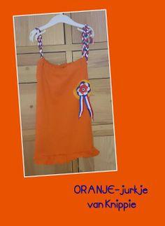 Oranje -jurk naar een patroon van Knippie