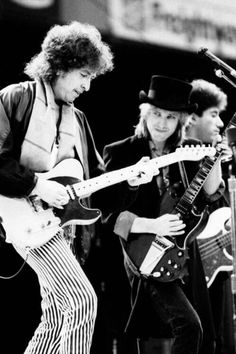 Bob Dylan and Tom Petty, uncredited photo. True Tom Petty Fan thanks to my Dad who loved and lived Rock n Roll! Bob Dylan, Rock Roll, Rock Music, My Music, Live Music, Travelling Wilburys, Blues, We Will Rock You, 90s Cartoons