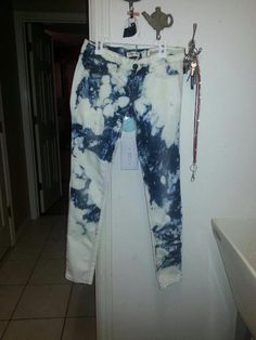 I LOVE this one. Super easy too! bleach jeans diy