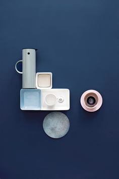 An inspiring round up of inspirations in blue paint, design and decor ideas in the blue interior trend and Pantone 2020 color of the year Classic Blue Azul Pantone, Pantone 2020, Pantone Color, Bauhaus Interior, Design Blog, Deco Design, Creative Office, Creative Decor, Blue Colour Palette