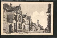 Alte Ansichtskarte: AK Neustrelitz, Schloß-Straße mit Postamt