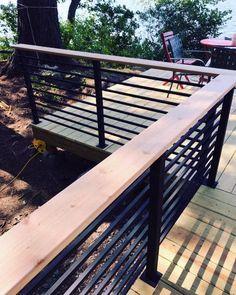 Horizontal Deck Railing, Metal Deck Railing, Patio Railing, Balcony Railing Design, Small Garden Railings, Metal Roof, Patio Design, Railings For Decks, Deck Balustrade Ideas