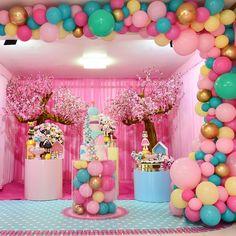 Nenhuma descrição de foto disponível. Baby Girl Birthday Theme, 1st Birthday Party Supplies, 1st Birthday Parties, Diy Garland, Balloon Garland, Balloon Decorations, Birthday Party Decorations, Mickey Mouse Photo Booth, Beanie Boo Party