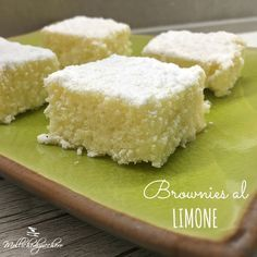 Brownies al limone ricetta facile Kinds Of Desserts, Mini Desserts, Nutella Recipes, Cake Recipes, Cake Cookies, Cupcake Cakes, Biscotti, British Cake, Torte Cake