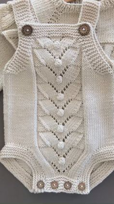 Baby Cardigan Knitting Pattern Free, Baby Boy Knitting Patterns, Knitted Poncho, Knitting For Kids, Baby Girl Sweaters, Knitted Baby Clothes, Baby Outfits, Kids Outfits, Baby Kind