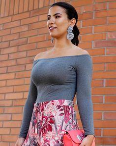 Les reveló mi outfit para el último día del @fashionweeklima 😱 solo tienen que adivinar si estoy usando ¿falda o pantalón? 😊 Pronto en el blog el look completo con estos preciosos accesorios de @alejandraaspillagaaccesorios  Make up 💋 @cowanmua  Ph. 📸 @nana.photos_