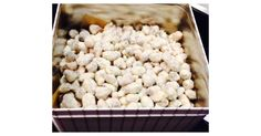 Roasted almonds with white chocolate and coconut - Recipe Roasted Almonds with White Chocolate and Coconut by – Recipe in the Sweet Baki - Candy Recipes, Sweet Recipes, Snack Recipes, Snacks, Rice Recipes, Oreo Dessert, Coconut Recipes, Baking Recipes, Healthy Breakfast For Weight Loss