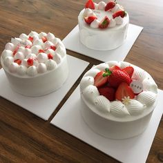 Image in Yummy 🍩🍪 collection by on We Heart It Mini Cakes, Cupcake Cakes, Cake Recipes, Dessert Recipes, Strawberry Cakes, Strawberry Cake Decorations, Cute Desserts, Dessert Decoration, Just Cakes