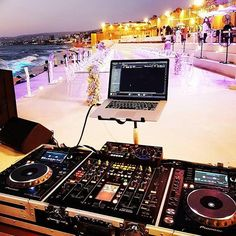Nothing like a seaside gig 📷: Toni. Dj Pics, Music Pics, Dj Music, Dance Music, Home Studio Music, House Music, Dj Equipment For Sale, Dj Dj Dj, Dj Stage