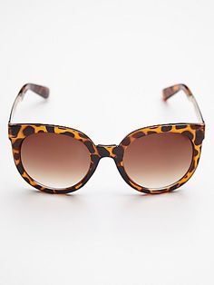 Cat-eyed and leopard print sunnies.....