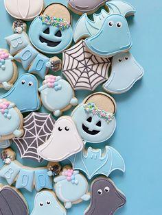 Halloween Donuts, Halloween Party Snacks, Halloween Desserts, Postres Halloween, Halloween Sugar Cookies, Pink Halloween, Fete Halloween, Halloween Birthday, Spooky Halloween