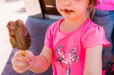 Eis schmeckt auch in #Dubai! Hier kommt der ausführliche Reisebericht von unseren 4 Tagen in dieser aufregenden Stadt. Begleitet uns auf demBlogdurch 4 bunte Tage mit Bootsfahrt, Eis, über den Souk, einer Bustour während der Alex sogar mit Keks im Mund einschlief und vielen weiteren Highlights!  ******  On the blog today: the detailed report of our 4 days in Dubai with little children! Join us on our tour through the city, to the beach, eat ice cream and experience many little adventures…