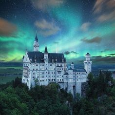 Neuschwanstein Castle, Hohenschwangau, Germany | Photography by © Julian Herbrig