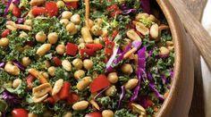 Salade arc en ciel au chou kale,  sauce moutarde et cacahuètes Chou Kale, 20 Min, Arc, Black Eyed Peas, Ciel, Food, Sprouts, Essen, Meals