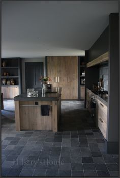 Like the wood island and the towel rail. Country Kitchen, New Kitchen, Kitchen Dining, Kitchen Decor, Cocinas Kitchen, Kitchen Layout, Kitchen Styling, Interior Design Living Room, Home Kitchens