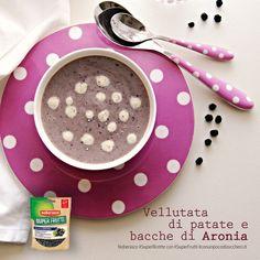 una zuppa a pois...  Vellutata di patate, bacche di Aronia e nocciole by @elenafoodblog