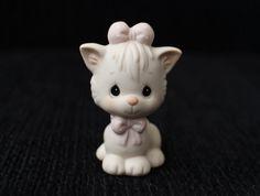 Millésime 1990 Enesco Figurine Samuel J. Butcher Moments précieux en porcelaine chat chaton Figurine, joli chat avec Bow