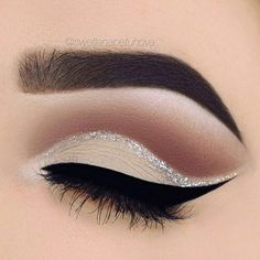 make up guide Nude eye make-up and silver glitter detail More make up glitter;make up brushes guide;make up samples; Makeup Goals, Makeup Inspo, Makeup Inspiration, Makeup Ideas, Makeup Tips, Makeup Tutorials, Makeup Trends, Makeup Hacks, Makeup Designs