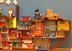 Een stoomboot knutselen van kartonnen dozen Primary School, December, Table Lamp, Holiday Decor, Painting, Home Decor, Teaching, Pirates, Seeds