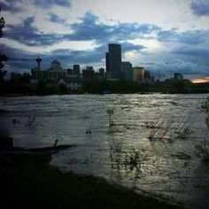 """""""Wanna see an eerie pic? Power is completely out in Downtown Calgary! Mookie Wilson, Calgary, New York Skyline, Canada, Weather, River, Sunset, City, Places"""