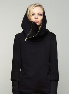 hooded sweatshirt - big, round pockets - big, double-layered, hooded collar - golden metallic zipper- long cuffs.