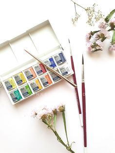 Beginner watercolor supplies to kickstart your watercolor journey. It is a comprehensive kit that includes the materials required for an absolute beginner in watercolors. Free delivery available within Doha city limits. Delivery will be extra if the location is outside city limits. Pick up option available as well. International shipping is not available during this time.       Kit includes - Winsor and Newton Cotman half pan pocket-sized set of 12 includes a travel brush as well…