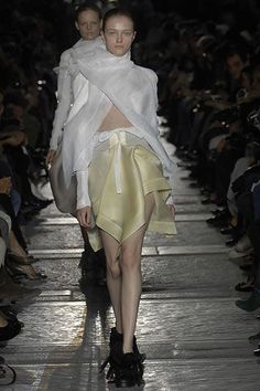 See all the Collection photos from Rick Owens Spring/Summer 2007 Ready-To-Wear now on British Vogue Rick Owens, Vogue Paris, Mannequins, Ready To Wear, Fashion Show, Ballet Skirt, Spring Summer, Skirts, Model