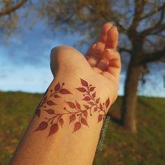 Pretty Henna Designs, Modern Henna Designs, Floral Henna Designs, Modern Mehndi Designs, Mehndi Designs For Girls, Mehndi Designs For Beginners, Mehndi Design Photos, Wedding Mehndi Designs, Beautiful Mehndi Design