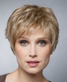 coiffure courte effilee femme Mature Women Hairstyles, Hairstyles For Seniors, Short Hairstyles Fine, Short Layered Haircuts, Pixie Hairstyles, Short Grey Hair, Short Hair Cuts, Medium Hair Styles, Curly Hair Styles