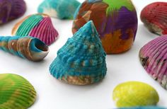 Simple and soothing art project for kids: Paint shells. Great for summer camp, preschool classes, play dates, and more