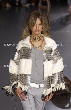 Karolina Kurkova at Dolce & Gabbana SS/2003
