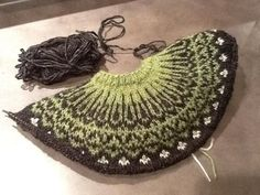 Crochet Patterns combine The Top-Down Icelandic Sweater: A Class on Knitting from the Top Down…. Sweater Knitting Patterns, Knitting Charts, Knitting Designs, Knitting Stitches, Knit Patterns, Free Knitting, Knitting Projects, Knitting Blankets, Sock Knitting