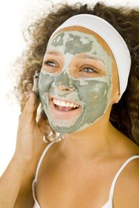 Green Tea Face Mask: Full of anti oxidants to help slow the aging process and rejuvenate skill cells, making it especially helpful after sunburn Makeup Jobs, Coconut Oil For Acne, Beauty Soap, How To Apply Lipstick, Facial Cleansers, Peel Off Mask, Best Beauty Tips, Acne Remedies, Acne Prone Skin