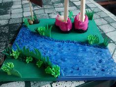 Base fofucha con río y vegetación.