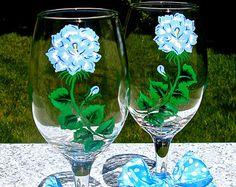 Painted Wine Glasses With Purple Tulips And Wine por ipaintitpretty