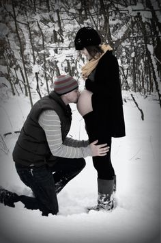 Baby bump pictures in the snow