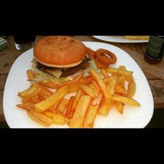Burger s grilovanými šampiňónmi/ with grilled mushrooms