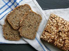 Dobrou chuť: Žitná cihlička s vločkami Banana Bread, Food, Breads, Bread Rolls, Bread, Meals, Yemek, Bakeries, Patisserie