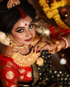 Bengali Bridal Makeup, Indian Wedding Makeup, Indian Bridal, Wedding Couple Poses Photography, Bridal Photography, Bridal Makeup Images, Anime Cosplay Girls, Bengali Bride, Indian Silk Sarees