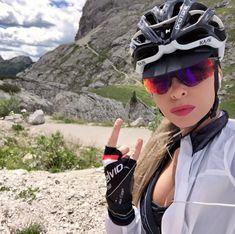 Why Choose a Folding Mountain Bike Bicycle Women, Road Bike Women, Bicycle Girl, Cycling Girls, Women's Cycling, Races Outfit, Bike Brands, Bike Style, Veils