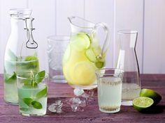 Chiawasser mit Zitrone ist das neueste Trend-Getränk. Es ist nicht nur unglaublich erfrischend, sondern auch noch super gesund, voller wichtiger Nährstoffe und hilft beim Abnehmen.
