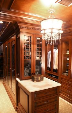 Traditional closet with carpet, built-in bookshelf, crown molding, and chandelier Reach In Closet, Closet Space, Men Closet, Hanging Storage, Well Thought Out, Crown Molding, Storage Solutions, Closets, Bookshelves