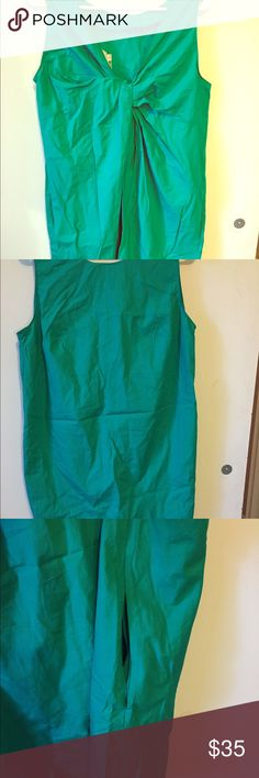 SALE💙 NWT green shift dress; twist back & pockets This dress is new with tags. It is a green shift dress from Gap. The back makes this dress! It has a twist back, with a dip. There are also pockets in the dress. The fit is a little more slowly than other shift dresses. GAP Dresses
