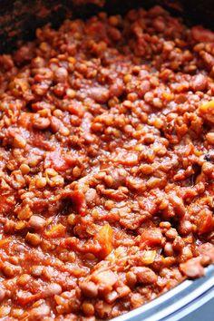 Slow Cooker Lentil Chili Recipe on twopeasandtheirpo. Love this easy chili recipe! Chilli Recipes, Lentil Recipes, Gourmet Recipes, Vegetarian Recipes, Healthy Recipes, Slow Cooker Chili Vegetarian, Veggie Recipes, Cooker Recipes, Crockpot Recipes