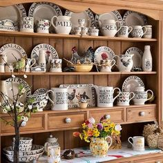 Morning everyone, the sun is shining and a little change around on the dresser which will no doubt look different by the end of the day, Happy Wednesday 😁🐔🖤 Pine Dresser, Welsh Dresser, Country Kitchen, New Kitchen, Kitchen Decor, Emma Bridgewater Pottery, Dish Storage, Cottage Living, Happy Wednesday