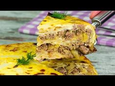 Chutný pokrm ze zelí pro ty, kteří nevědí, co vařit příště Ground Meat Recipes, Carne Picada, Romanian Food, Tasty, Yummy Food, Spanakopita, Lasagna, Food Videos, Quiche