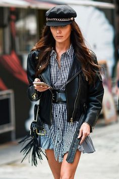 Check Out These Wonderful Ideas To Improve Your Fashion – Designer Fashion Tips Looks Street Style, Street Style Trends, Looks Style, Cool Street Fashion, Look Fashion, Fashion Outfits, Womens Fashion, Fashion Tips, Fashion Clothes